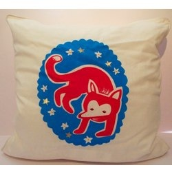 Cushion cover with a large crafty fox