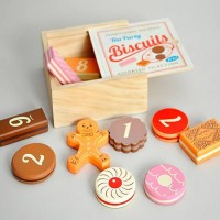 Little Ella James - Biscuit Counting Game
